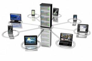 Connessione_Smartphone Tablet Pc_001 Rappresentazione simbolica di sistemi informatici, Pc, computer, tablet, smartphone collegati fra loro e ad un server centrale.